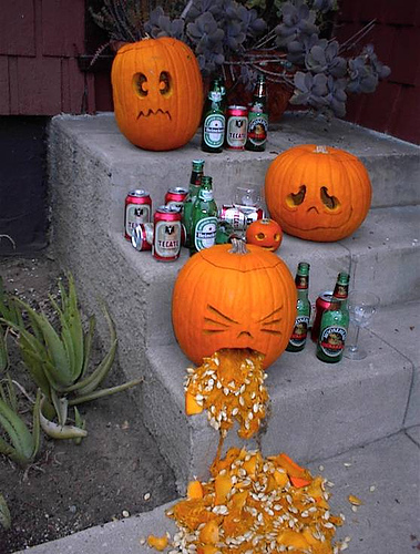 1808922649_d8192ceb8a_RE_Pumpkin_on_rampage-s379x500-7586-580