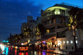 800px-Ocean_drive_south_beach_miami_night