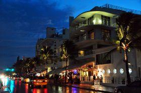 800px-Ocean_drive_south_beach_miami_night